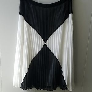 Halogen Pleated Sheer Lined Skirt 12 Excellent